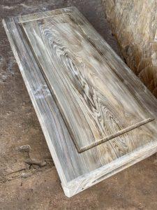 Chiếc bàn nhật làm từ gỗ thủy tùng xanh đang còn mộc
