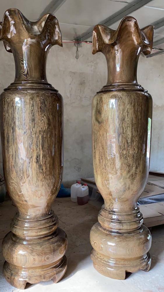 Chất liệu gỗ thủy tùng xanh, cao 2m35, đường kính 60cm , vân nu chun đẹp - đẳng cấp